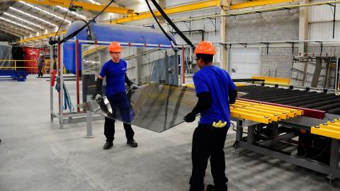 e36e11169f0e Trabajadores de la empresa Tecnoglass de Barranquilla. Archivo