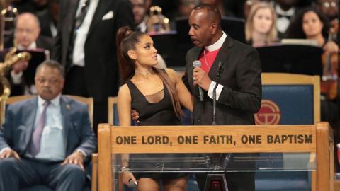 """El obispo del funeral de Aretha Franklin se disculpa por """"manosear ... eb03ea7e416"""