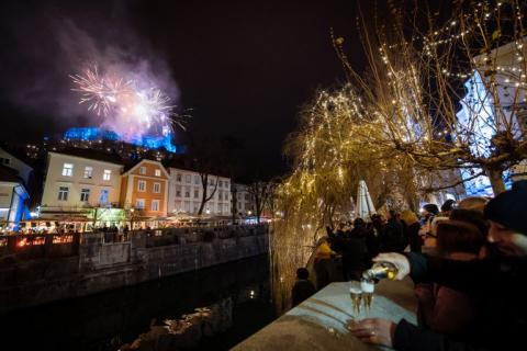El Mundo Recibe 2019 Con Fuegos Artificiales Y Festejos El Heraldo