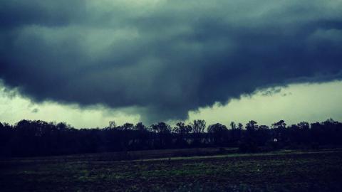 Tornado deja dos muertos y varios heridos en Alabama
