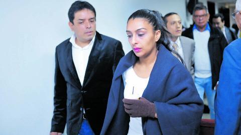 Carlos Bermeo y su pareja Ana Solarte, al arribo a una de las audiencias.