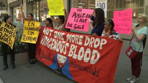 Indígenas brasileños protestan por las políticas de