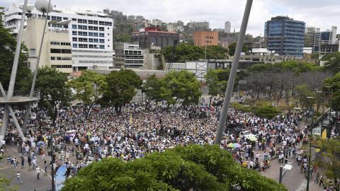 El embajador de Guaidó en Washington pidió una reunión con mandos militares