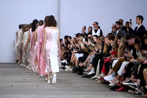 d79bf0afe7 Gucci, YSL y Balenciaga dejarán de contratar a modelos menores de ...