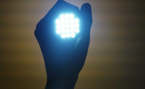 Luces LED tienen efectos tóxicos para la retina y afectan el sueño