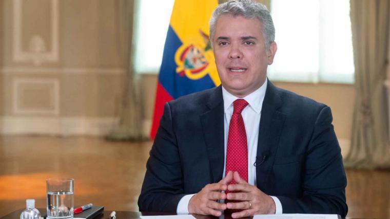 Iván Cepeda habría eliminado un chat comprometedor con un exparamilitar