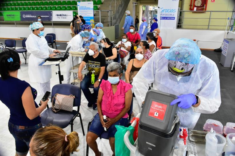 Mayores de 65 años reciben sus primeras dosis en Barranquilla
