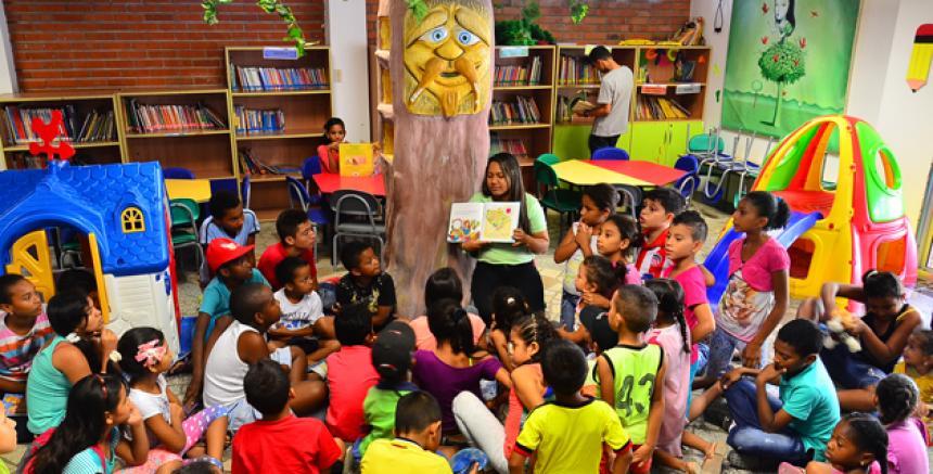La biblioteca es más que un depósito de libros\'\': Beatriz Aguilar ...