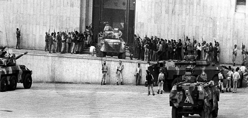 Resultado de imagen para Fotos de la toma del Palacio de Justicia por el M19