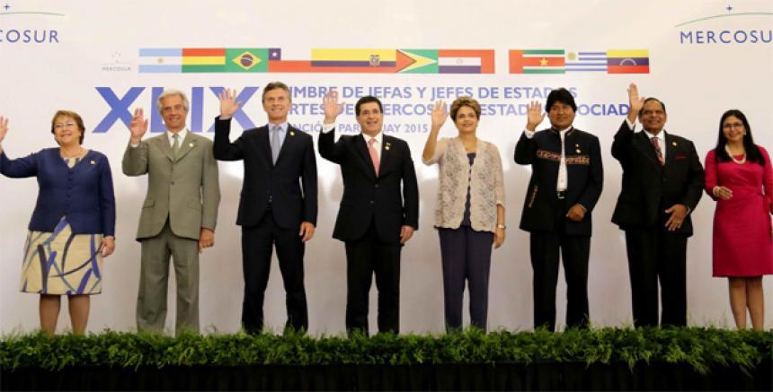 8553ea0c3 El encuentro de los presidentes tras la Cumbre de Mercosur, el 21 de este  mes en Asunción. De izquierda a derecha Michelle Bachelet, de Chile; ...