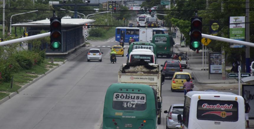Resultado de imagen para INVASIÓN DEL CARRIL DE TRANSMETRO EN SOLEDAD