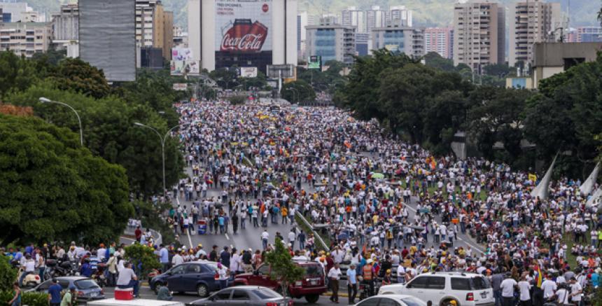 Maduro acusa a Capriles de muerte policía — Inicio Internacionales VENEZUELA