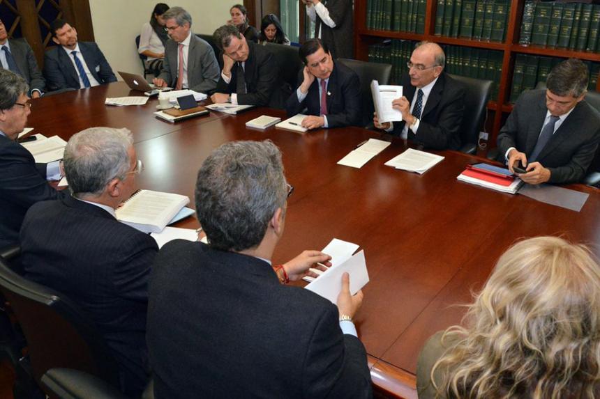 Bogotá propone rápida implementación de acuerdo con FARC en Congreso