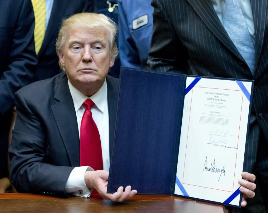 Trump designa a militar como asesor de Seguridad Nacional