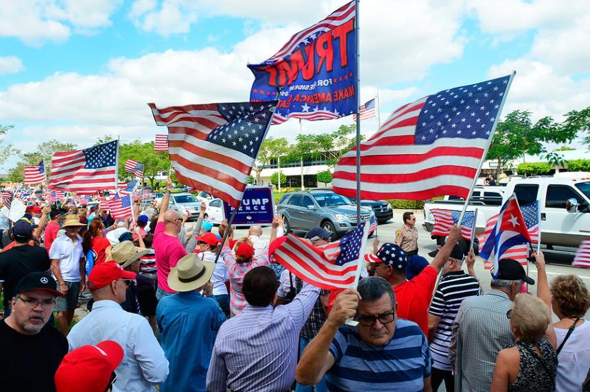 Se desatan enfrentamientos entre partidarios y opositores de Turmp en EEUU