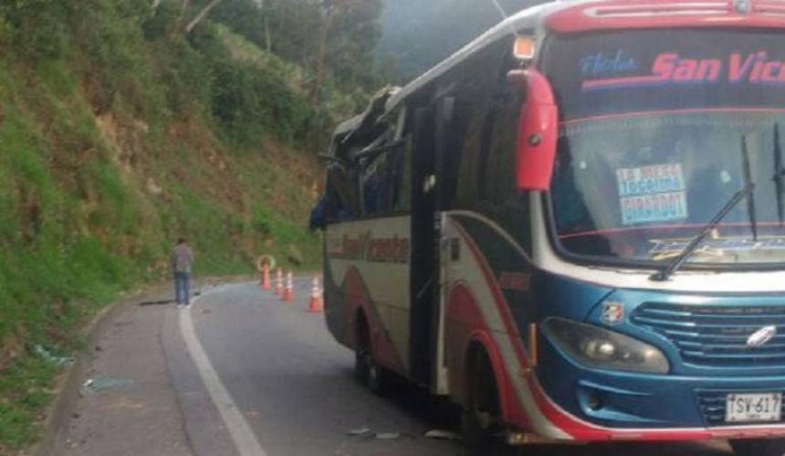 Cuatro muertos y siete heridos por caída de roca en Cundinamarca