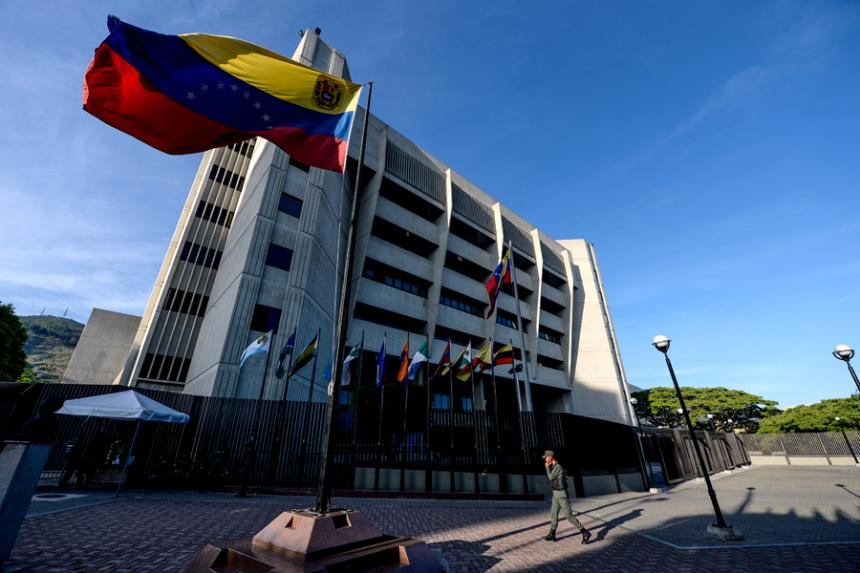 Supremo venezolano asegura que sentencias no despojaron al Parlamento de sus funciones