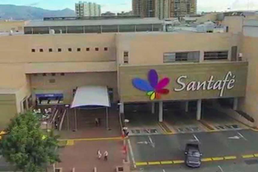 Hombre armado tomó por rehén a mujer en el Centro Comercial Santafé