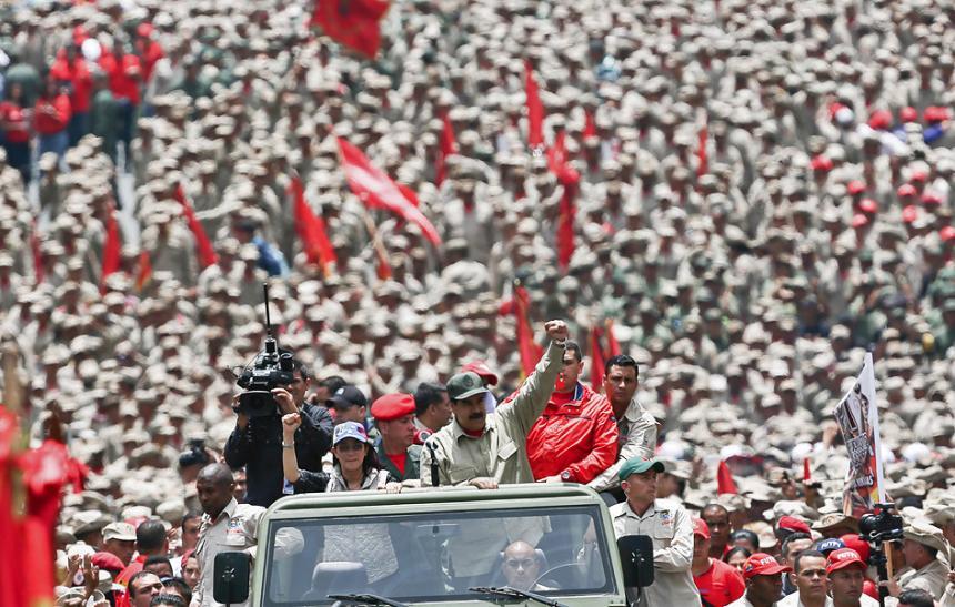 Juan Manuel Santos preocupado por militarización de Venezuela
