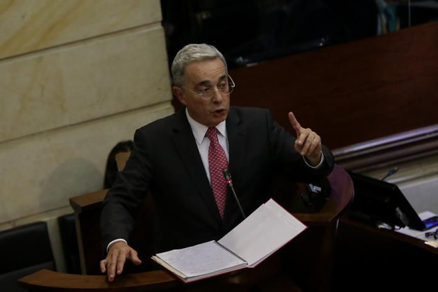 Claudia saca el hacha de guerra: Uribe es un parapolitico impune