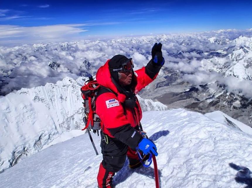 Muere hombre de 85 años tratando de escalar el Everest