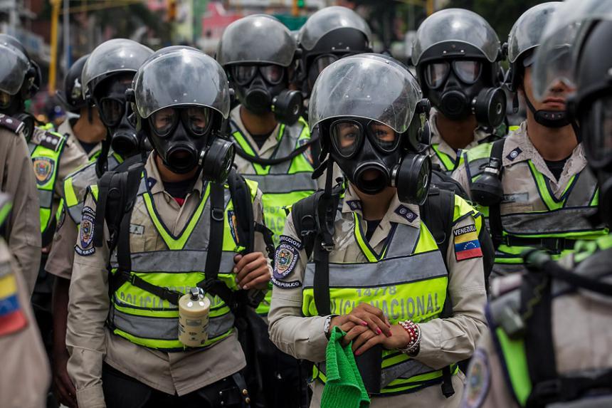 Represión y enfrentamientos en una mega marcha opositora en Venezuela