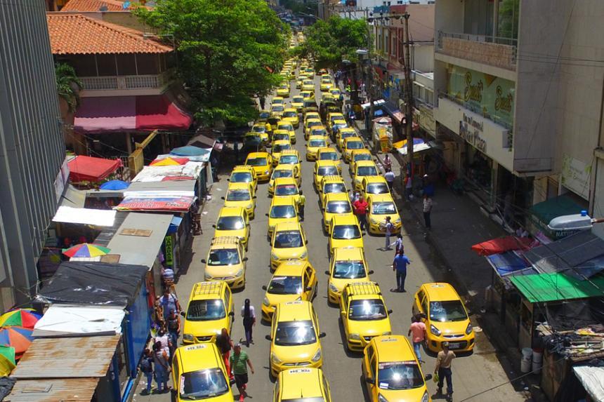 Taxistas realizan paro en varias ciudades de Colombia