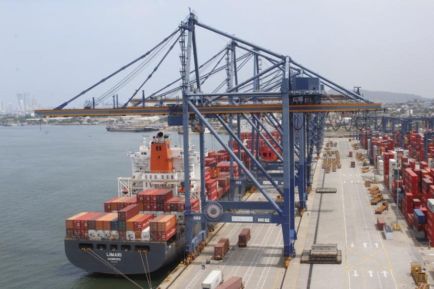 El déficit de la balanza comercial se redujo 38,4%
