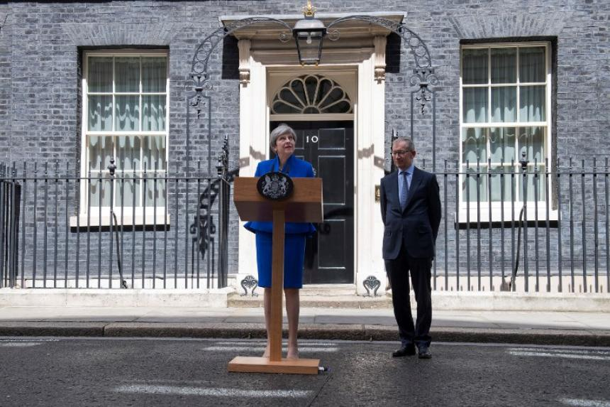 Cientos de británicos protestan contra pacto entre conservadores y unionistas