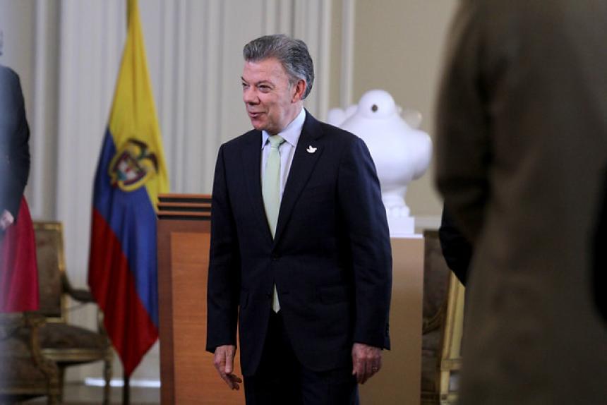 Francia ratifica apoyo a acuerdos de paz en Colombia