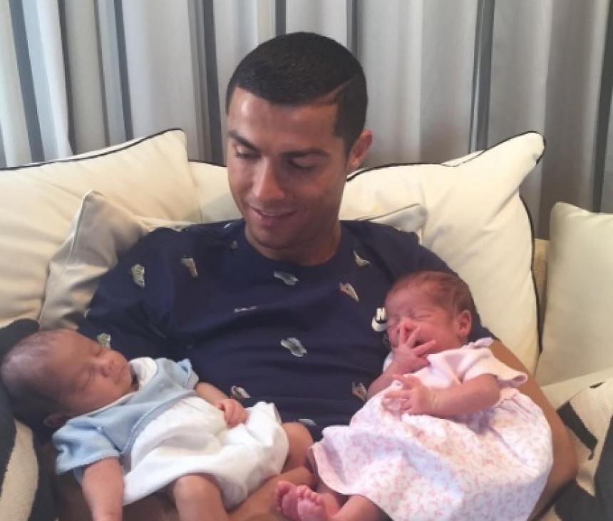 Cristiano Ronaldo presentó a sus hijos