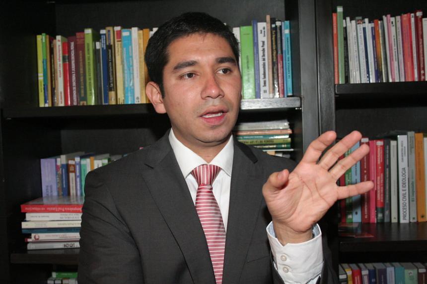 Arrestan en Colombia a jefe de fiscalía anticorrupción por cobrar sobornos — Insólito
