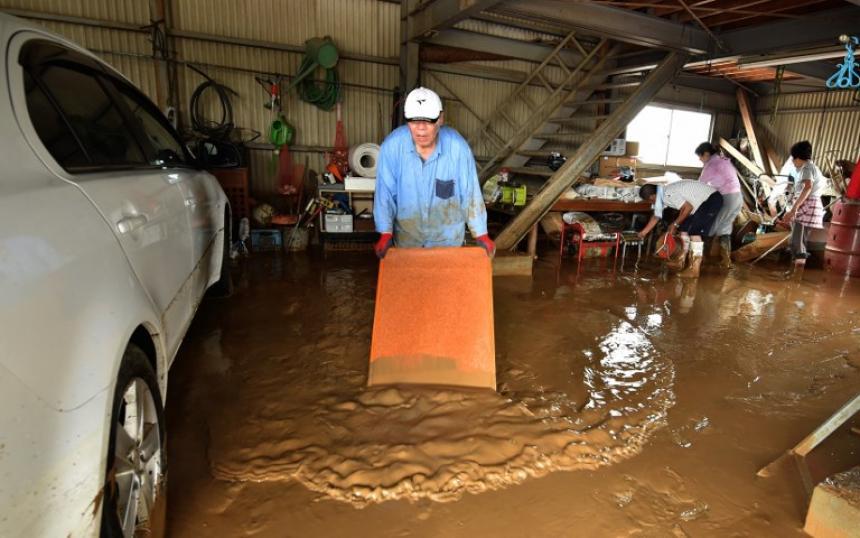 El tifón Nanmadol deja un muerto y miles de evacuados en Japón