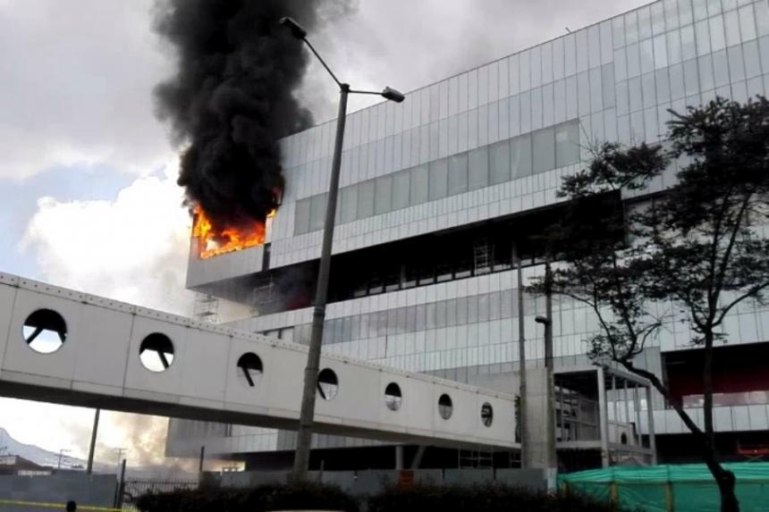 Se registra incendio en edificio frente a las instalaciones de Corferias