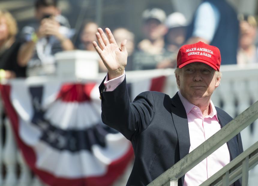 Trump pasa por su nivel más bajo de aprobación