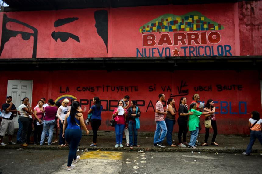 Sanciona a Maduro por ruptura del orden constitucional en Venezuela