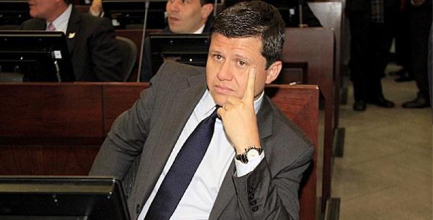 Capturan a un senador por corrupción — Colombia