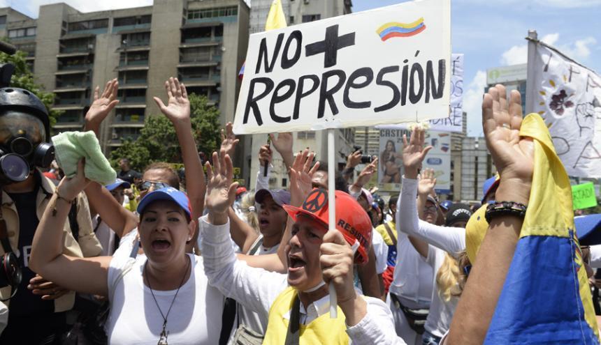Deja 37 muertos motín en cárcel venezolana