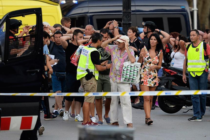 Atentado en Barcelona: el audio policial del momento del ataque