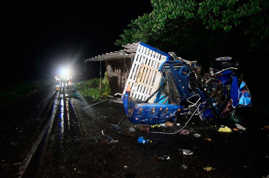 Así quedó el bus que chocó contra un camión en puente Callao