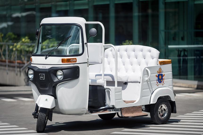 Además del Papamóvil, el Papa Francisco utilizará un motocarro Auteco en Medellín
