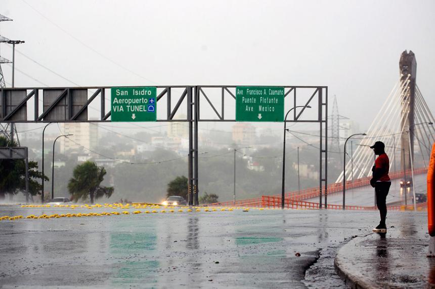 Aviso 26: Irma se desplaza lentamente al oeste por la cayería norte