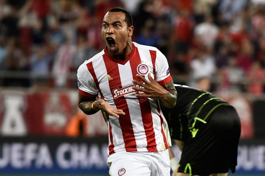 Felipe Pardo anotó doblete en la derrota de Olympiacos — Champions League