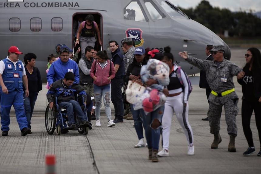 Gobierno repatria a 51 colombianos afectados por huracanes en San Martín