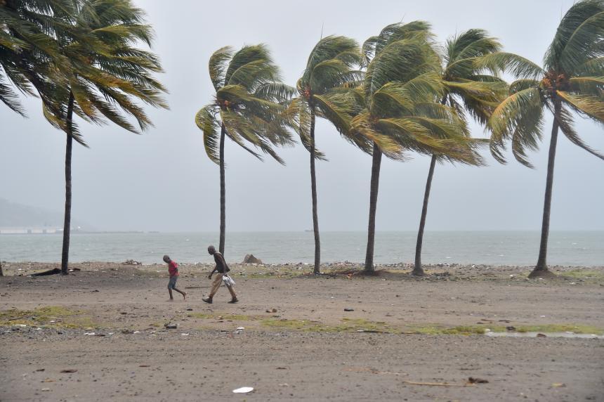 Vientos huracán María ya impactan a República Dominicana