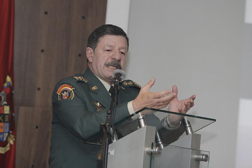 Mindefensa confirma solicitud de baja del general Javier Flórez