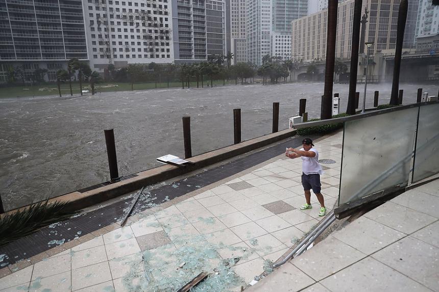 Pierde 33 mil empleos en septiembre por huracanes