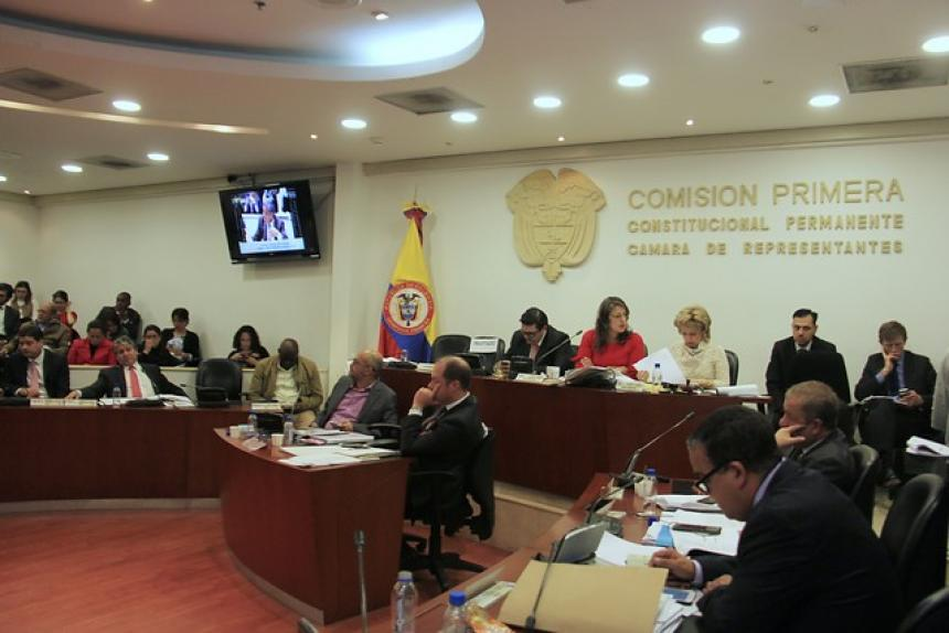 Uribistas se retiran del recinto del Congreso por presencia de Santrich — COLOMBIA