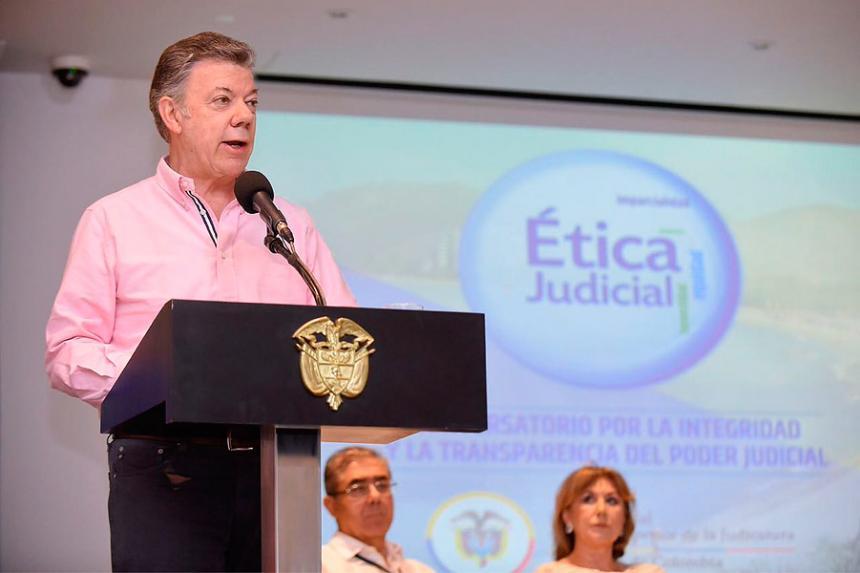 Santos por solución estructural a cultivos de coca en Colombia