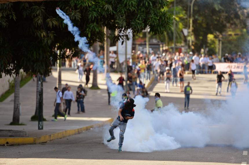Piden orden de arresto contra Nicolás Maduro
